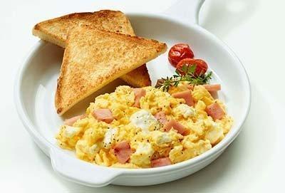 Cazuelitas huevo con jamon y queso