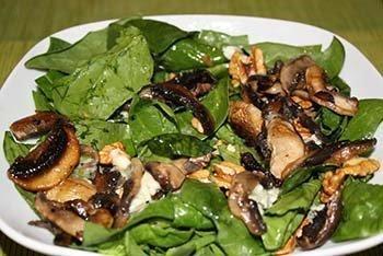 Las espinacas y champiñones