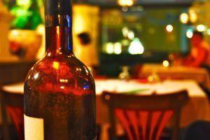 Como servir vino en la mesa